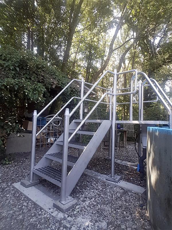 RVS trap borders zwembad zijkant